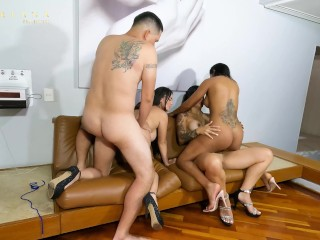 Mariana Martix and her friends fuck Rappi's delivery man at a Motel party