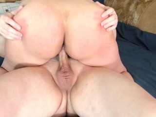 Girlfriend Riding Until She Gets Her Cum on Ass