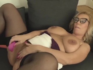 mature sex bomb with perfect tits and ass