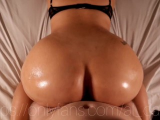 I went for a oiled massage and he cum on me instead! {Oiled Big ass}