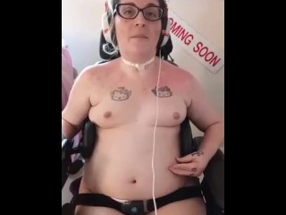 Quadriplegic Cam Girl & Content Creator Seeks Professional Cam Partners (All Genders Welcome)