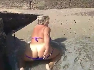 So hot women with big ass playing on sea and show body