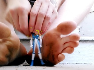 Dirty Feet Classic Toys FTM Giantess With Foot Worship