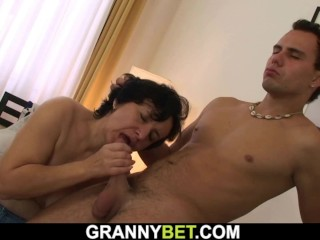 Hairy mature woman gets picked up for play
