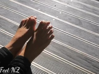 Barefoot Fun to satisfy your Foot Fetish