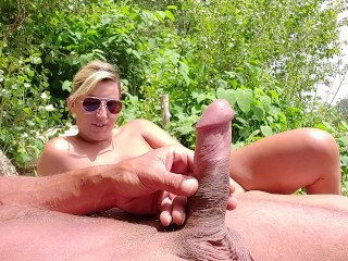 I take out my cock in front of this stranger ... She is shocked and takes it in her mouth !!