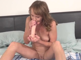 canadian fit grandmother fucks her old pussy french