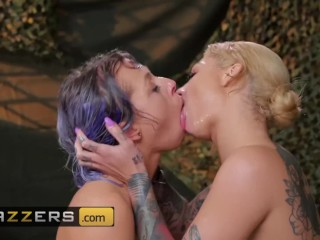 Brazzers - Alt babe Bonnie Rotten gives Zoey Monroe some Squirt Training