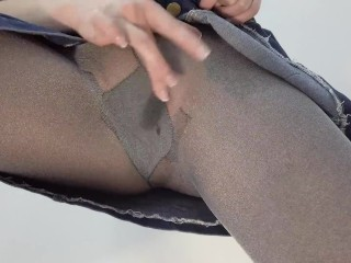 My pussy is wet when I squirt in nylon pantyhose