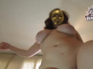 Sexy chubby white girl fingering with a golden mask. big ass, big tits