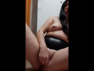 Pretty woman Fucks her shaved pussy with a toy - LilayRar