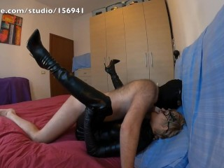 Catsuit and long gloves and overknee boots leads to long fuck, cowgirl orgasm and massive cumshot !