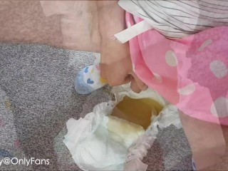 Desperate sissy teasing and open peeing in pampers