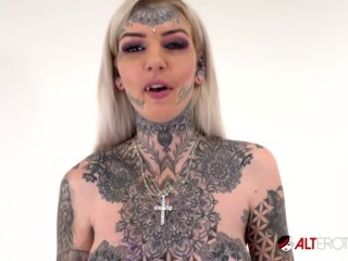 Tattooed Amber Luke rides the tremor for the first time