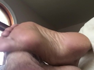 stepaunt Annette gives footjob while she pretends to be