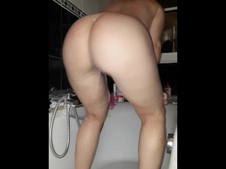 Teen redhead pissing a lot while twerking