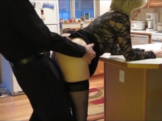 Mature woman gets fucked from behind