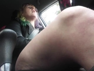 milf mastrubates in car driving,cums when she see cop