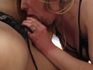 PAWG at Library Gets Cummed on her Shiny Leather Yoga Pants by a Hot Guy with a BWC