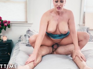 MODEL TIME Ryan Keely Dreams Herself Into Big Dick Pounding