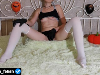 After A Run Before Halloween, A Slender Webcam Model Masturbates Her Sweaty Wet Pussy To Orgasm