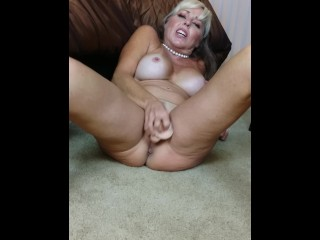 Blondmilf69 Shows Her Pussy and Ass For YOU!!