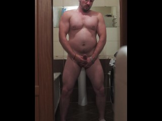 Handsome bearded daddy flexing muscles and jerking off (closeups included).