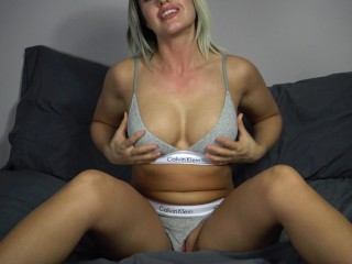 Hot Solo Play With Her Tight Pussy