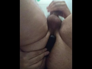 BIG ASS FOOTBALL PLAYER WANKS AND GETS ANAL FUN BEFORE SHOWER