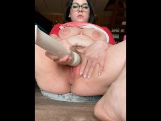 Showing off my voluptuous body and insanely powerful squirt jets