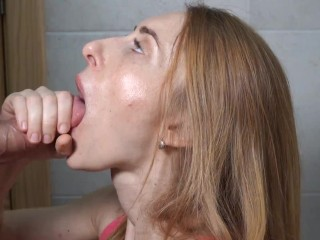 I pick up a pretty girl on bar and she make me eye-candy blowjob in toilet