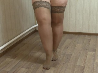 pissing, pretty BBW with hairy cunt in nylon stockings